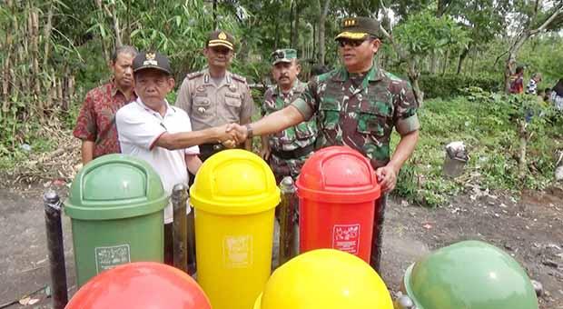 Satgas Citarum Resmikan Bak Sampah di Sumedang