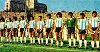 SELECCIÓN DE ARGENTINA - Temporada 1980-81 - Maradona, Barbas, Ramón Díaz, Bertoni, Galván, Ardiles, Olguín, Tarantini, Fillol, Gallego y Passarella - ARGENTINA 1 (Maradona) BRASIL 1 (Edevaldo) - 04/01/1981 - Copa de Oro de Campeones Mundiales, fase de grupos - Montevideo, Uruguay, estadio Centenario