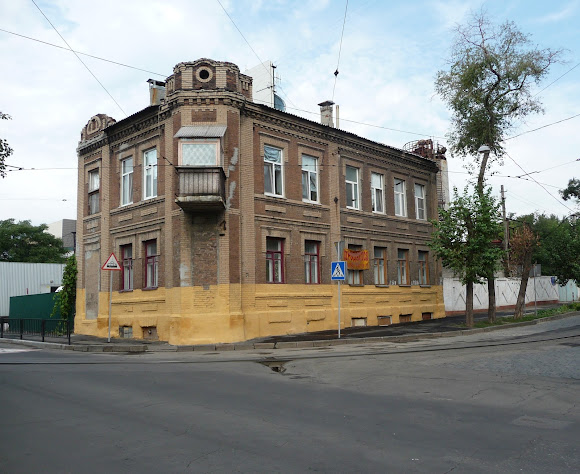 Донецьк. Вул. Челюскінців, 54. Житловий будинок