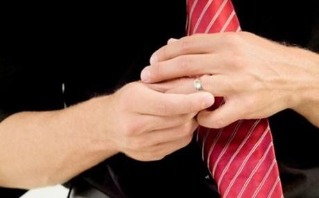 Γιατί στους άντρες δεν αρέσει να φορούν τη βέρα του γάμου τους ... 95856c89842
