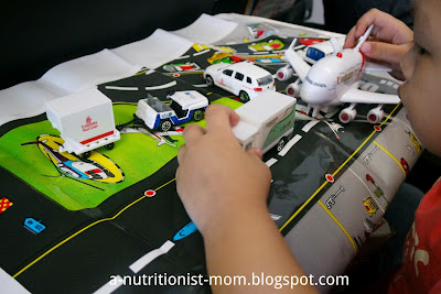 Fun activities and busy bag when flying with a toddler