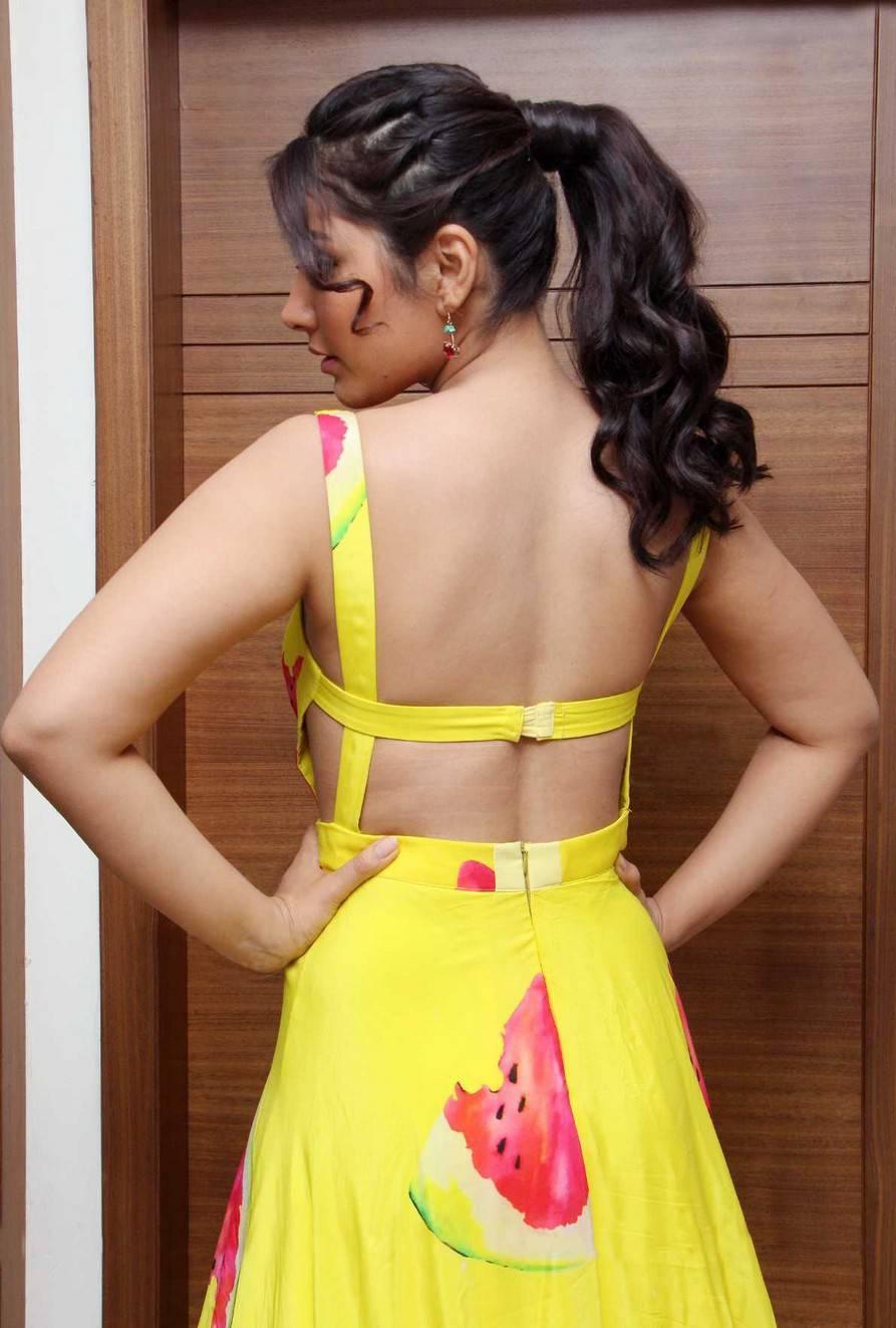Glamorous Rashi Khanna Cute Photos In Ponytail