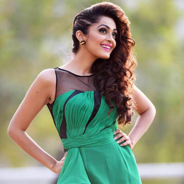 Sheena Chohan HD Photos