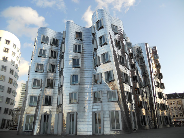 What to see in Düsseldorf in a day: the silver building by Frank Gehry