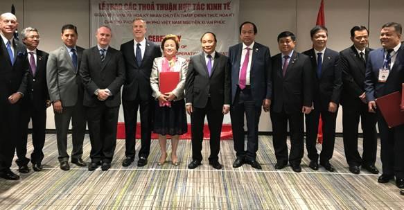 Thủ tướng Nguyễn Xuân Phúc chứng kiến buổi lễ ký kết giữa hai bên đối tác