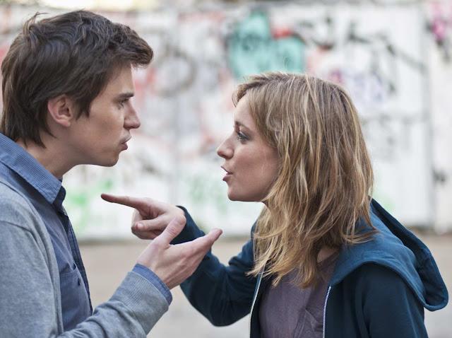 5 Cara Menghadapi Pasangan Yang Posesif