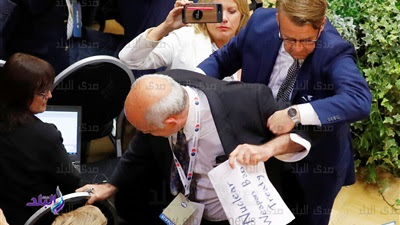 شاهد : طرد صحفي فلسطيني أميركي من مؤتمر بوتين- ترمب