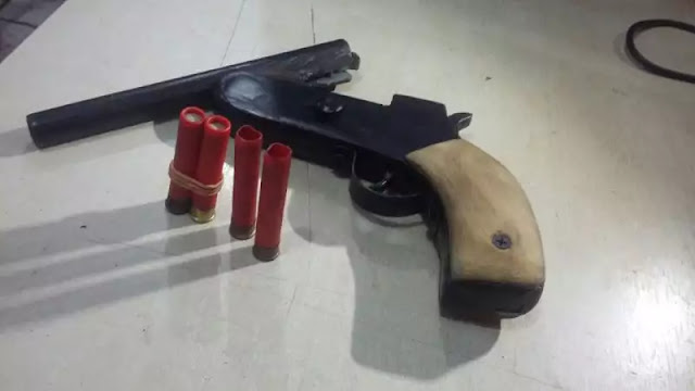 Polícia flagra trio armado disparando em local público na Capital