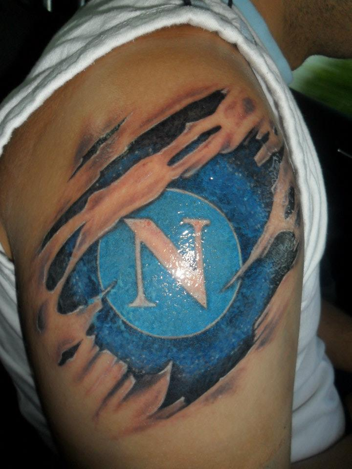 tatuaggio+logo+napoli+sottopelle.jpg