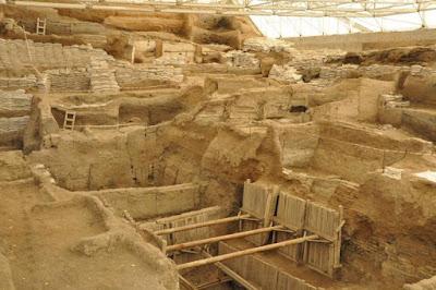 neolitik dönemden çatalhöyük kalıntıları