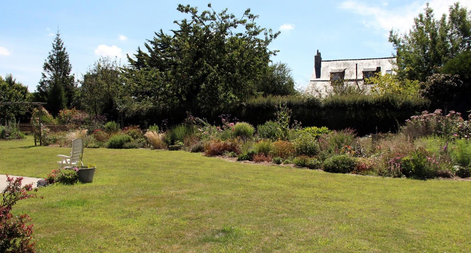 Je suis au jardin le jardin de laetitia ou des vacances for Le jardin ou l on s attarde