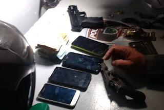 Dupla é presa após render dono e oito clientes de mercadinho durante assalto