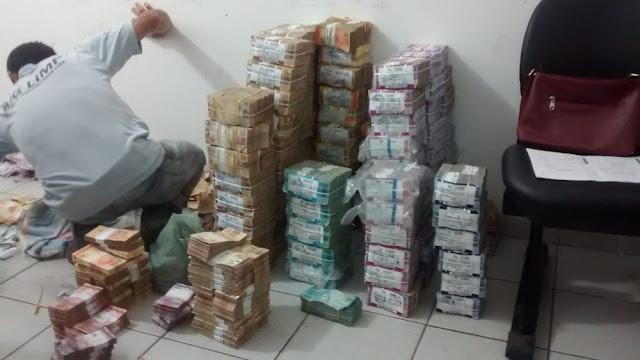 PM abre processo administrativo contra policial flagrado levando dinheiro de banco assaltado