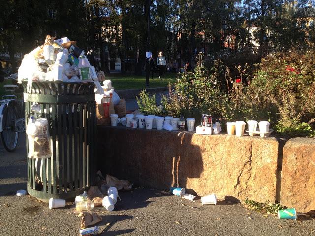 Flere søppeldunker er åpenbart ikke løsningen - det er avfallsmengdene vi må ta et oppgjør med.