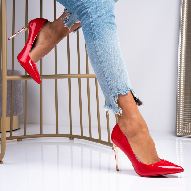 Pantofi din piele lacuita rosii cu toc inalt auriu eleganti pret mic
