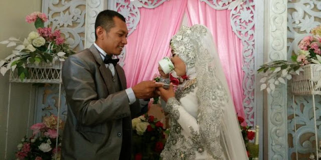 Pasangan ini menikah dengan Mas Kawin secangkir Kopi