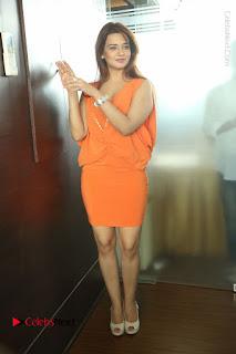 Actress Saloni Aswani Pos in Short Dress at Meelo Evaru Koteeswarudu Movie Interview  0292.JPG