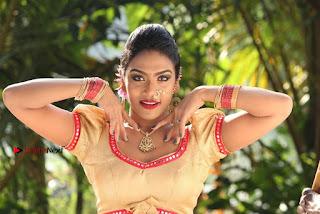 Nehaa Vikram Jagathish Dharmaraj Risha starring Ondikatta Tamil Movie Stills  0011.jpg