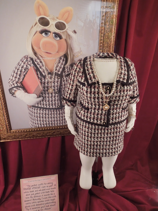 Muppets Miss Piggy Paris Vogue costume