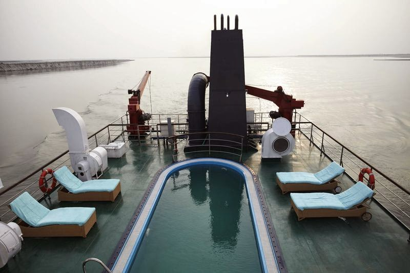 The upper deck of Mahabahu Cruise with pool
