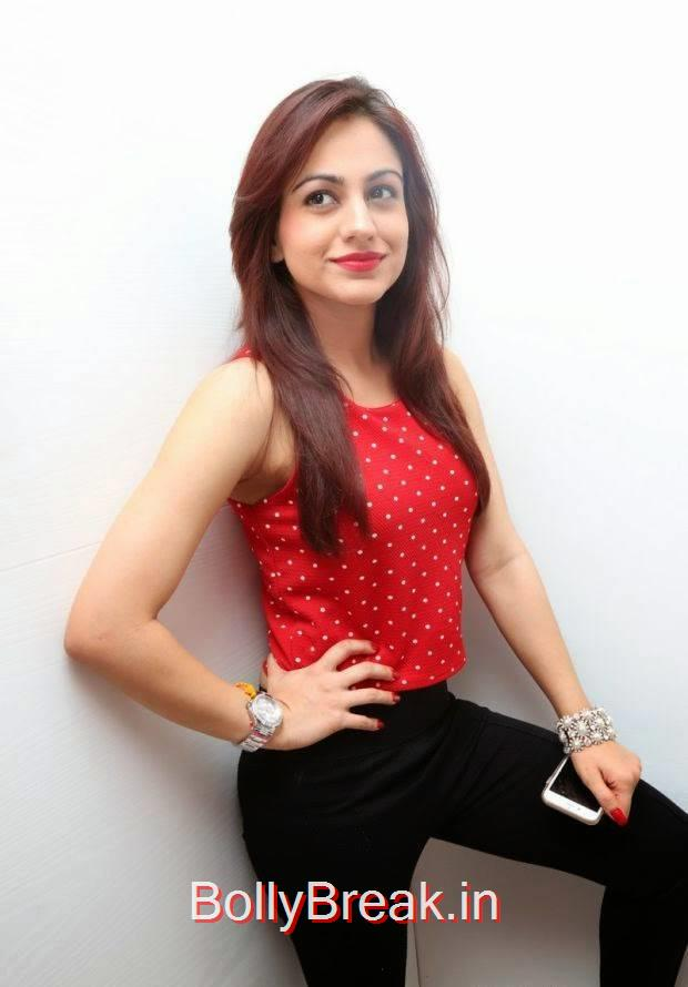 Aksha Photo Gallery, Hot HD Images of Aksha from First Naturals W Salon Launch