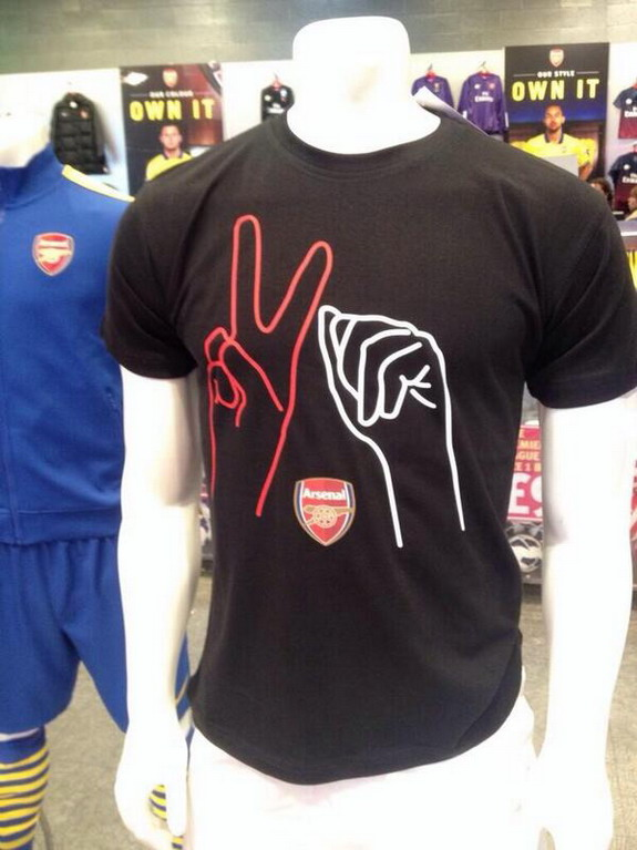 Arsenal starts selling Theo Walcott's '2-0 gesture' T-Shirts