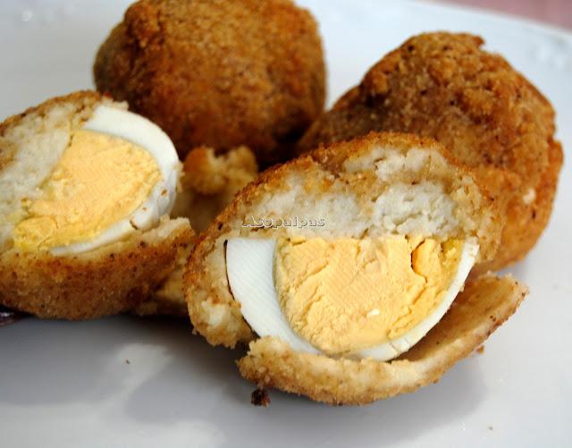 Huevos con bechamel y rebozados