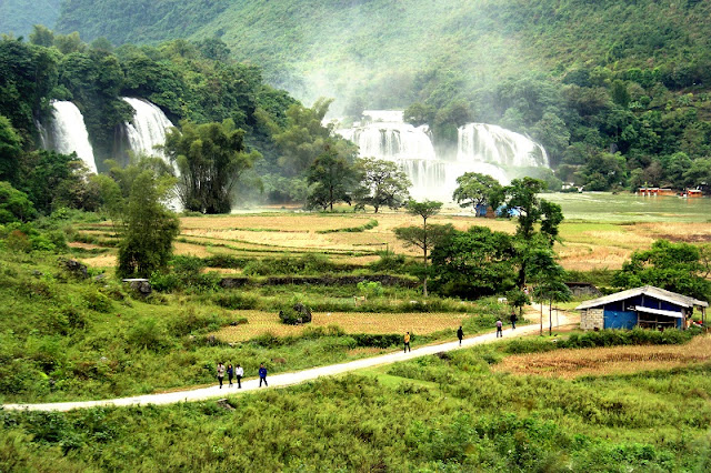 The first Ban Gioc Waterfall Tourism Festival in Cao Bang province 2