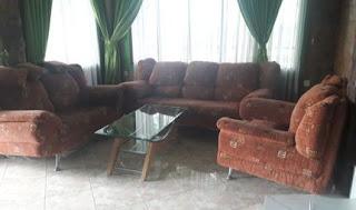 Tempat santai villa hijau di lantai 1