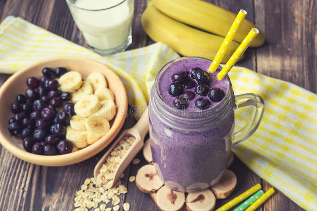 Smoothie antioxidant cu fulgi de ovaz, afine si banane
