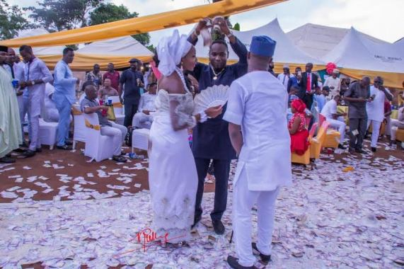Shocking: More pics from the lavish money spraying display at a wedding in Imo State
