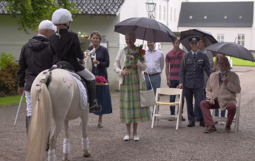 Gråsten Småt Nyt Program Om Gråsten Dronningen Og Ringridning Blev