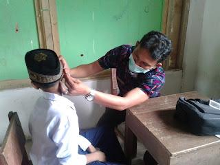 Cek kesehatan siswa dari Puskesmas Megang sakti