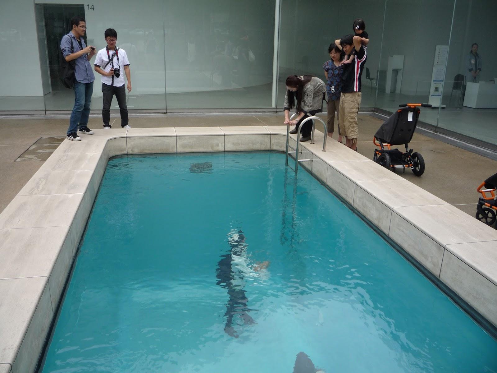 林公子生活遊記: 盡情享受藝術之美的「金澤21世紀美術館」有許多創意十足的藝術作品 錯覺藝術創作「Swimming ...