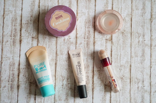 Maybelline - Dream Pure 8-in-1 BB Cream  L'Oreal - Nude Magique Cushion in 01 hell  Rival de Loop - Illuminating Primer  Maybelline - Instant Anti-Age Effekt Der Löscher Auge in 03 fair  essence - silky touch blush  in 30 secret it-girl