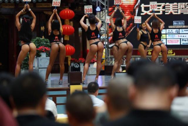 Realizan concurso de traseros en centro comercial de China