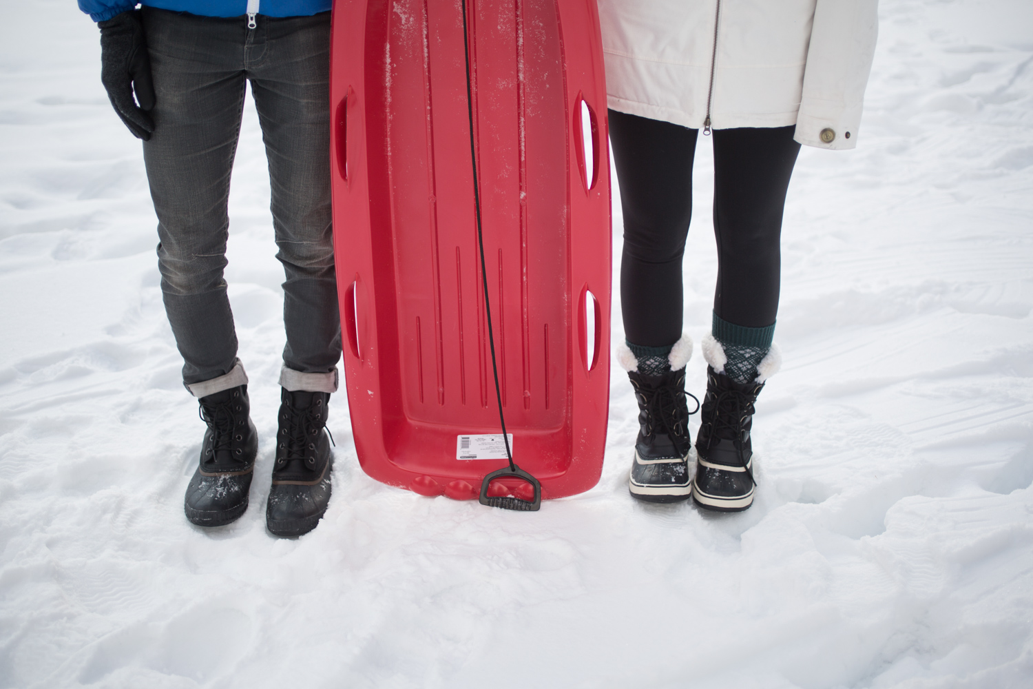 Couples Sledding Date im Matching Sorel Boots
