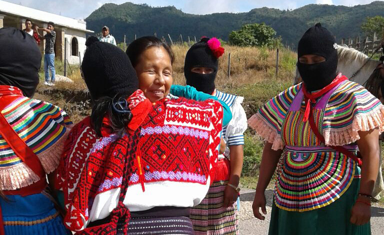 Marichuy es recibida por autoridades zapatistas de Guadalupe Tepeyac