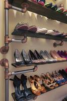 ideas para organizar el calzado con tubos de cañerias