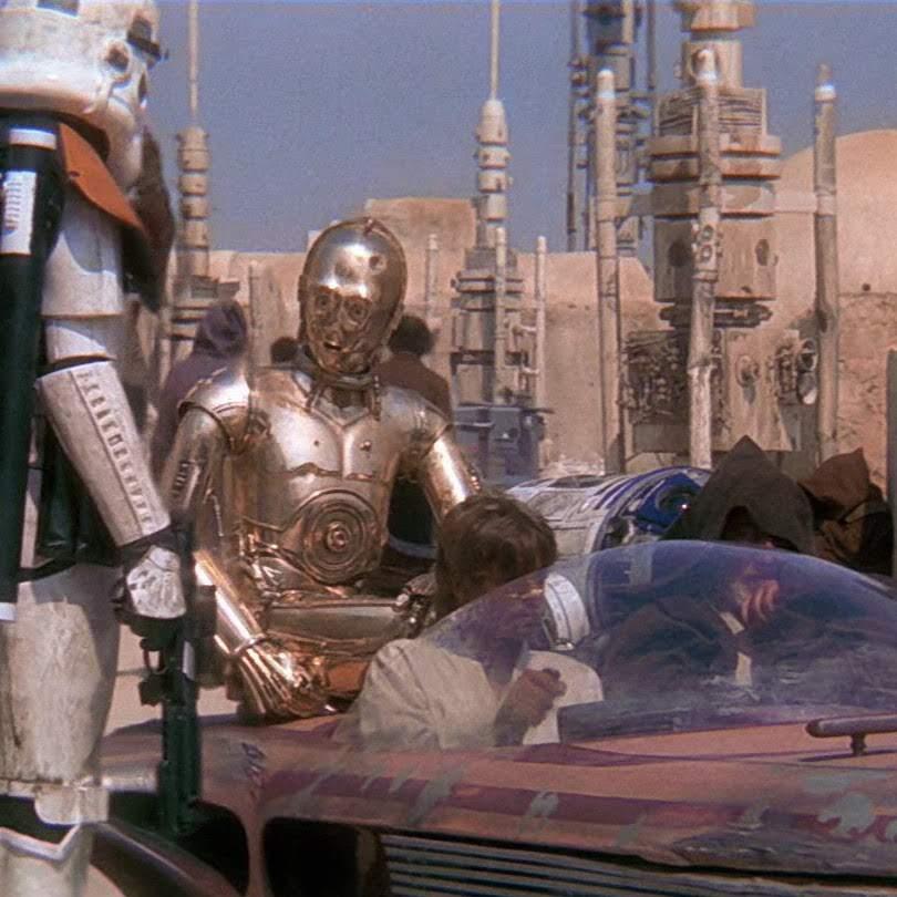 Star Wars Hilarious Cosplay :「スター・ウォーズ」の第1作め「新たなる希望」がロケをした北アフリカのチュニジアの現場で、マイクを持っていた人 ! ! というマニアしかわからないケッサクのコスプレ ! !
