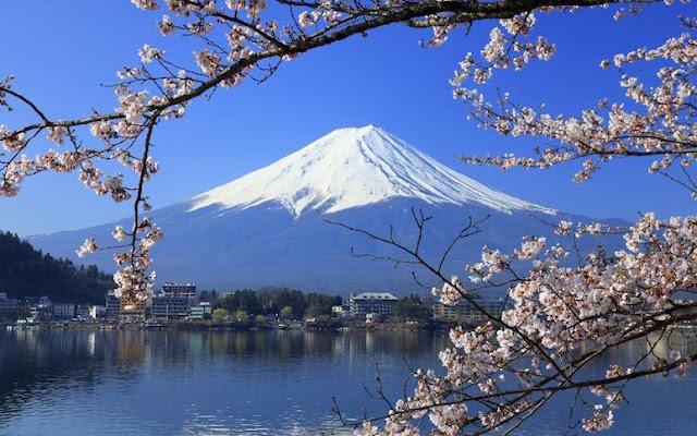 9 puncak gunung paling cantik di dunia.