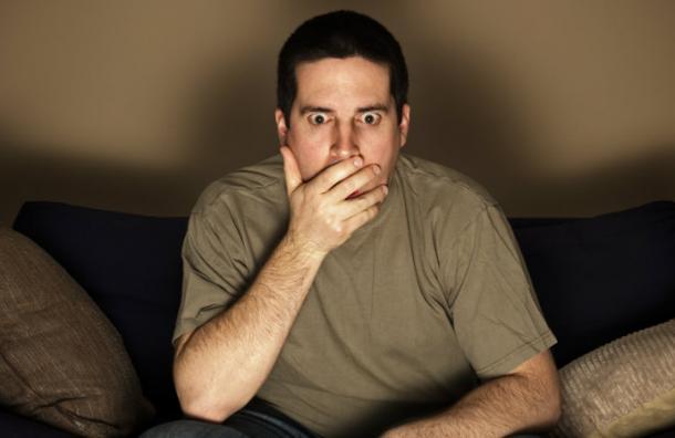 """Viudo queda en shock al encontrar a su mujer """"muerta"""" en un programa de TV"""