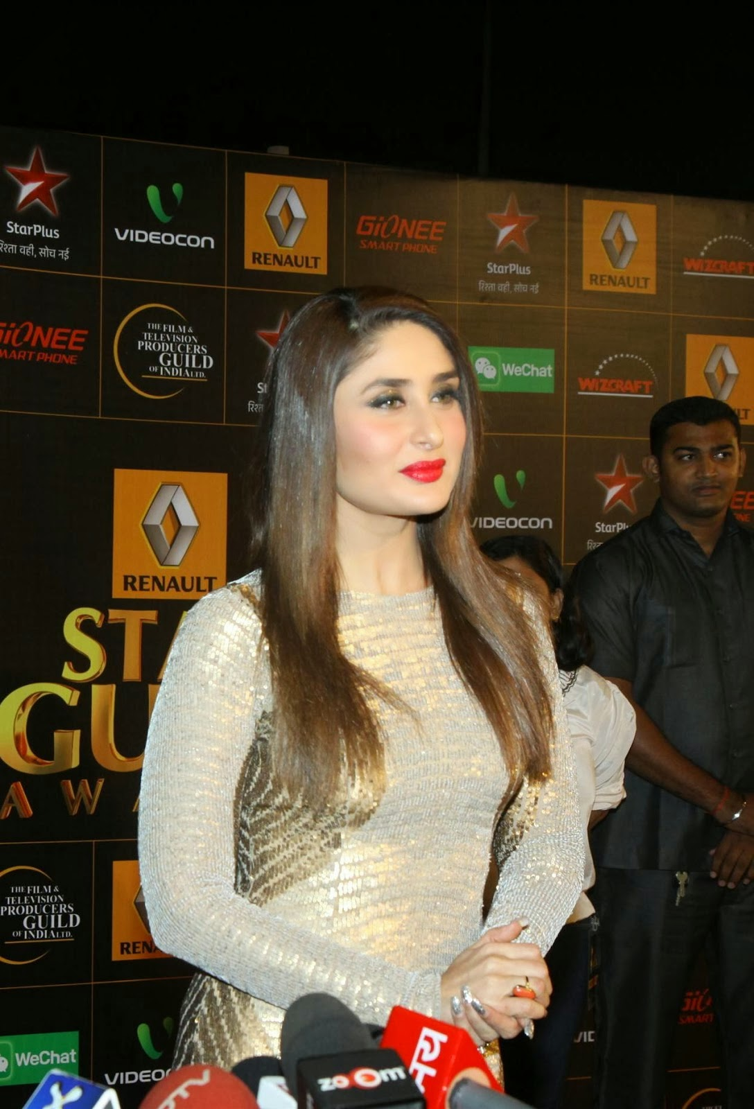 Kareena Kapoor Hot Pictures At The Renault Star Guild Award