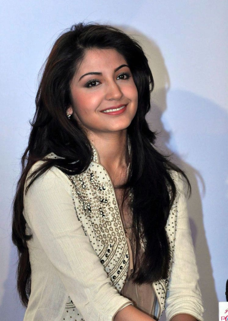 Anushka Sharma Saree: Actress And Celebrity Pictures: Anushka Sharma