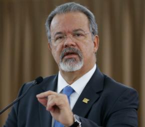 Ministro defende penas mais rigorosas para quem portar fuzil