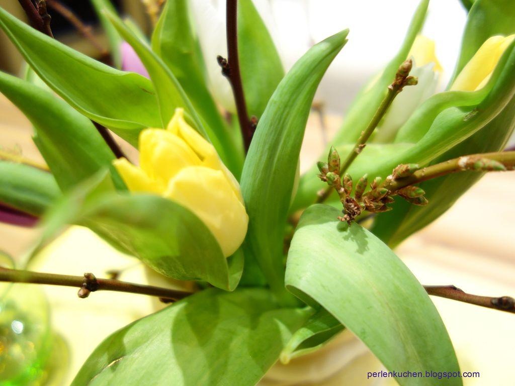 Tulpen-Fruehlingsdekoration-Keramikblumen-Blumenstrauss
