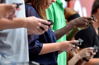 Gak Bisa Jauh Dari Smartphone ? Cek Di Sini, Berapa Tingkat Kecanduanmu ?