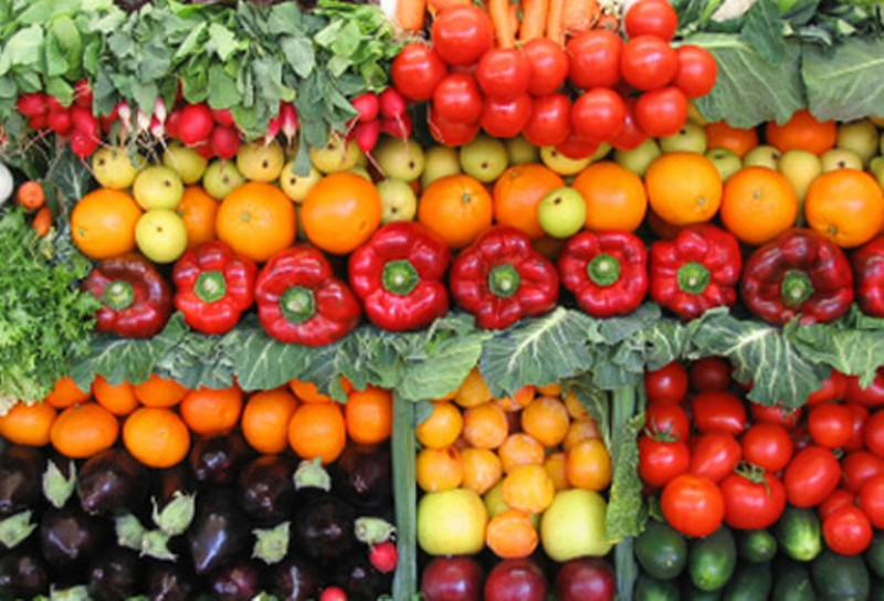 Sajikan hidangan yang penuh warna yang beragam - Cara Ini Bisa Mengatasi Anak Susah Makan Buah dan Sayur!