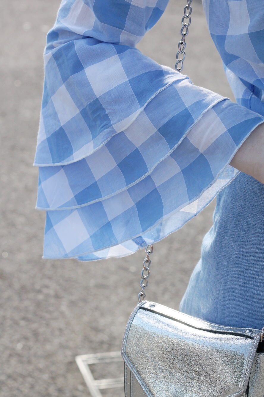 blue and white gingham flared sleeve