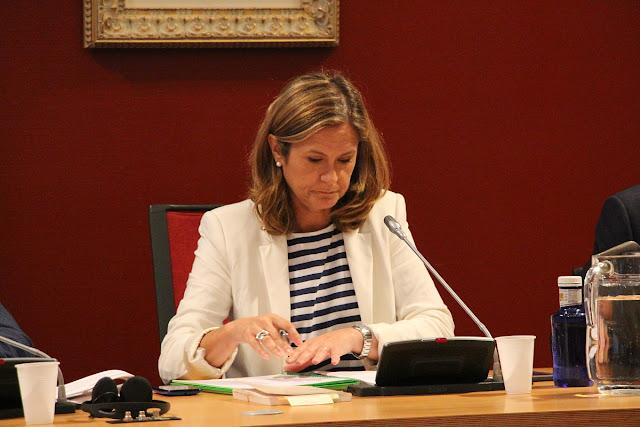 La alcaldesa, durante un pleno